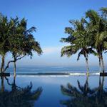 Legian Bali: Infinity Pool Morning