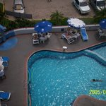 vista de parte de la piscina desde nuestra habitacion
