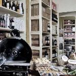 La cantina dei vini di Villa Sostaga