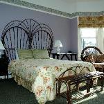 Larger room w.queen bed