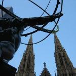 New York - Le guglie di San Patrizio da una prospettiva particolare - Giugno 2004