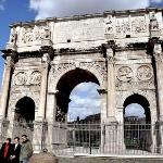 The triumphal arch in more detail