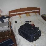 Lit de 140cm en guise de lit double, peu long, pas le top confort