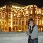 Pano de fundo... Edifício da Ópera de Viena!