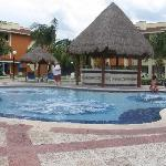 Iguana Bar and Jacuzzi Pool