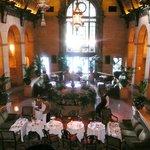 une salle de restaurant