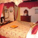 fourposter room
