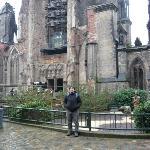 este fue una iglesia que fue destruida 2 veces la ultima en la IIWW, y quedo como monumento para