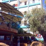 Parte trasera hotel, y restaurante casacada