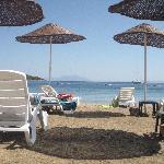 spiaggia attrezzata del villaggio