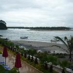 Playa e isla de fondo