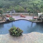 Una de las 3 piscinas del hotel.