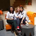 Ana, Macu y Maria en el patio