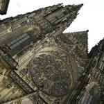 Castello - particolare del rosone della chiesa