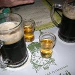 U fleků -- dal 1499 ti servono birra senza neanche domandartelo :)