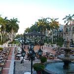 foto del hotel desde el lobby