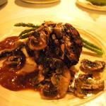 Very tender steak w/mushrooms and their signature sauce (very good)