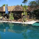 Bij het zwembad was een grote renovatie bezig aan een overdekt huisje.