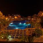 Hotelanlage von oben , bei Nacht