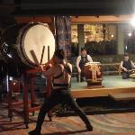 夜9時からはスタッフによる迫力満点の太鼓ショーがあります。