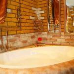Luxury Suite F en-suite Bathroom with Spa
