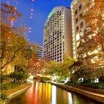 As the sun sets on the Holiday Inn Riverwalk