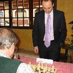 Jugando la simultánea con Veselin Topalov en el Hotel Aníbal