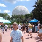 Entrando a Epcot, uno de los parkes de Disney