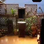 patio au premier étage avec lavabo