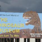 Sign on the way to the Dinosaur Museum