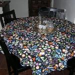 mesa del salón con juego de té, incluye el té y el azúcar