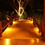 pont menant au restaurant et au bar