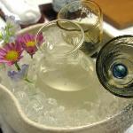別銘柄の酒には、また違う花があしらわれて。