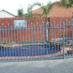 zona de piscina y barbacoa