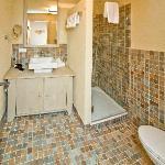 Badezimmer von Doppelzimmer Bergfrieden