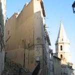le vieux Marseille , joli .... à droite au-dessus du port