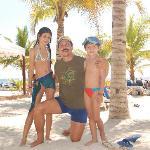 Familaia en la playa