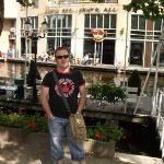 hard rock amsterdam. (frente al hotel)