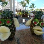 delicious monkey drinks (pool bar at noon)