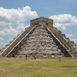 ククルカンが見れるピラミッドです。