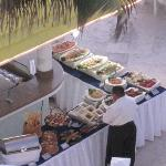 """""""Grill"""" restaurant poolside... buffet style"""