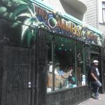 The canavis shop jejeje habia un letrero en la puerta que decia q ellos no venden mota... y q no
