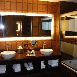 Rush Tower Room, Bathroom