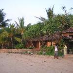 Blick vom Strand aufs Resort