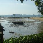 accesso al mare dal giardino e piscina