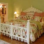 Very comfortable king sized bed with luxury linens
