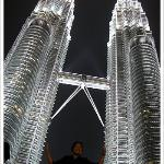 The Petronas Twin Towers are twin towers and were the world's tallest buildings before being sur