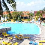 Vue chambres autour des piscines