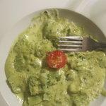 Pesto ravioli dish