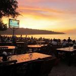 Sunset @ Jimbaran Beach มีโปสการ์ดอันนึง เขียนบรรยายไว้ว่า romantic คุณๆคิดว่าไงคะ